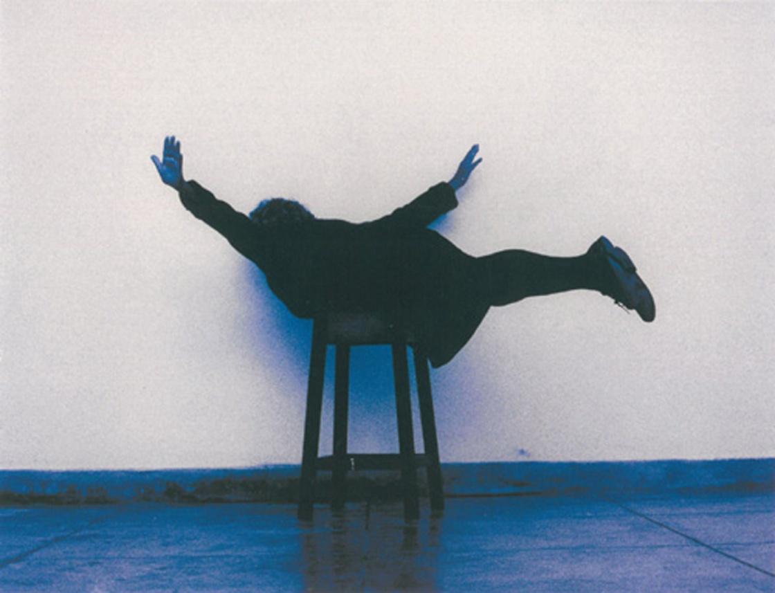 6 Almeida, Voar, 2001, Helena_Almeida,_Voar,_2001,_4_fotografias,_124_x_180_cm