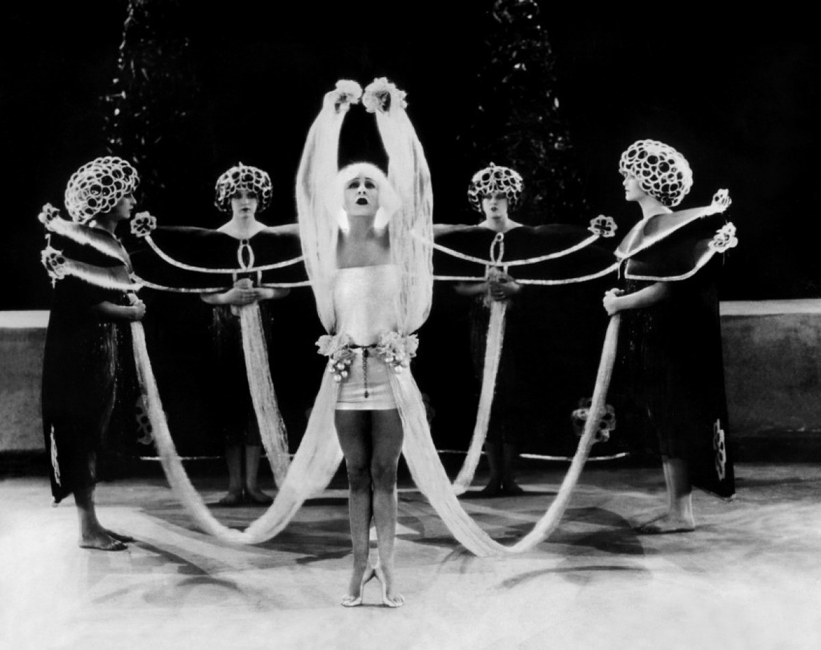 12 72 Alla Nazimova performs the dance of the seven veils